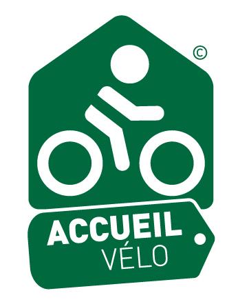 Accueil vélo avec rangements sur demande, endroit chaleureux avec chambres bien équipées