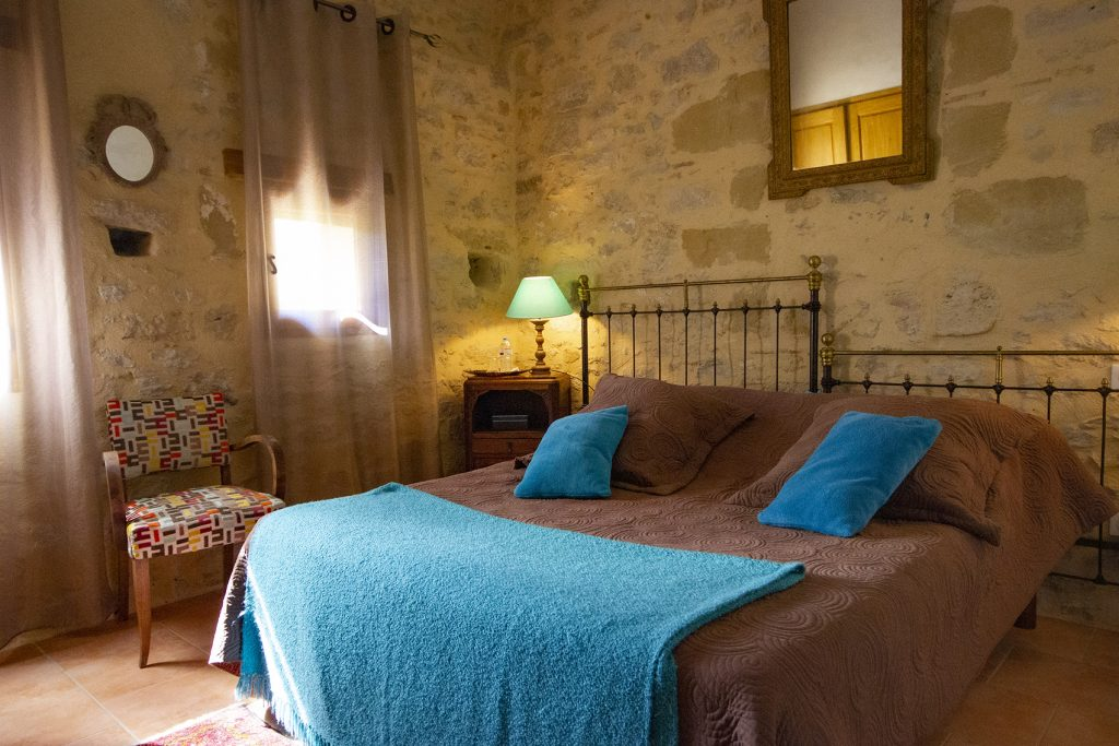 chambre avec douche, couchage spacieux et grand confort